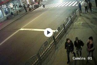В Сети появились изображения с камер наблюдения, на которых видно жуткое ДТП в Харькове