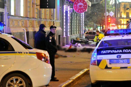 Слідчий кілька годин допитував у харківській лікарні водіяVolkswagen, який зіштовхнувся з Lexus Зайцевої