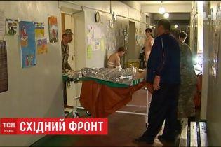 Троє українських бійців отримали поранення на сході України