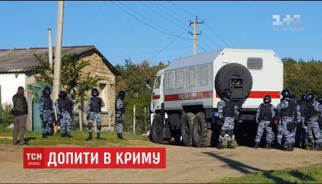 В Крыму проводят массовые допросы, пытаясь разыскать участников одиночных пикетов