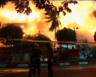 В Мьянме вспыхнул люксовый отель, построенный из дерева