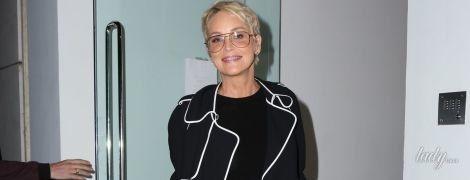 В обтягивающем мини и на каблуках: эффектная Шерон Стоун впечатлила смелым образом