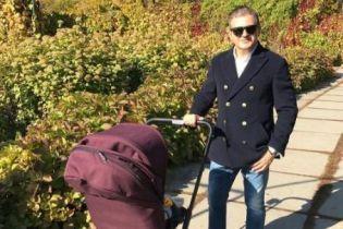 Осадчая в лосинах и стильный Горбунов наслаждаются осенними прогулками с 8-месячным сыном