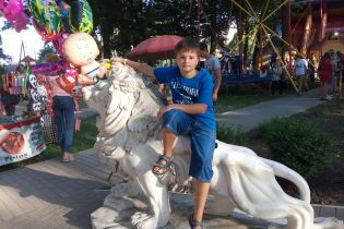 Батьки Бориса просять допомогти врятувати життя їхньому сину