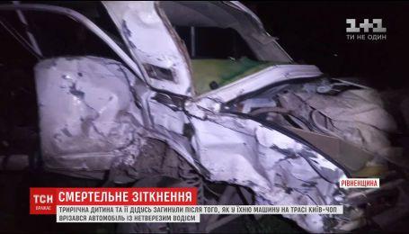На трассе Киев-Чоп погибли дедушка и 3-летний ребенок, когда в их авто врезался внедорожник с пьяным водителем