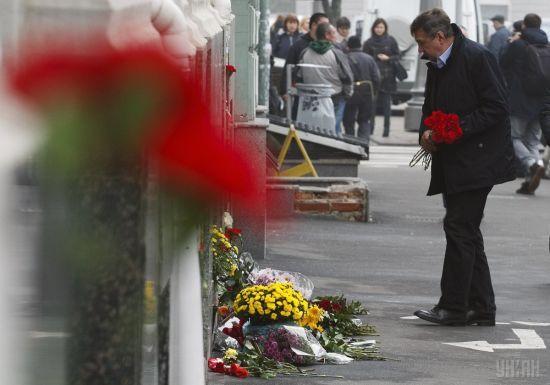 У Харкові люди несуть квіти на місце кривавої аварії, а стан окремих травмованих – критичний