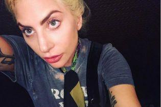 Хвора Леді Гага показала, як вміє стояти на руках