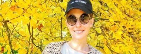 Стройная и подтянутая: Катя Осадчая вышла на осеннюю прогулку в мини-шортах
