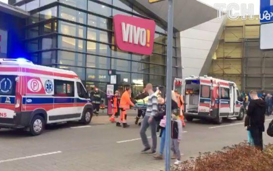 У Польщі чоловік влаштував криваву різанину у торговельному центрі