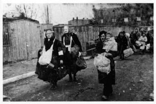 """""""Уничтожить свободный дух не смогли"""". Порошенко вспомнил жертв массовой депортации 1947 года"""