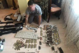 У Києві чоловік під виглядом інтернет-магазину продавав боєприпаси