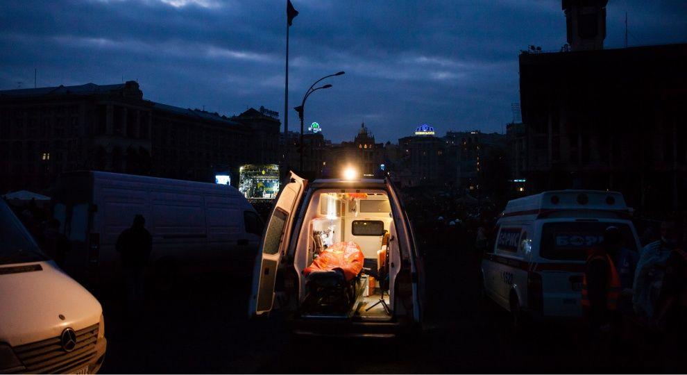 У Києві на Троєщині молодик вистрибнув з 16-го поверху