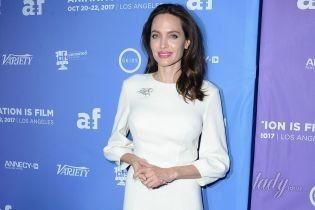 В кутюре от Ulyana Sergeenko: Анджелина Джоли в белоснежном платье блистала на публике