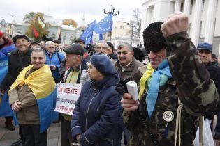 Політичні мітинги біля парламенту: хто, що і навіщо вимагає та чого вже досягли
