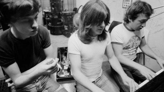 Помер один з засновників культового AC/DC Джордж Янг