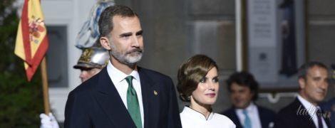 В красивом платье и с новой укладкой: королева Летиция сходила с мужем на светскую церемонию