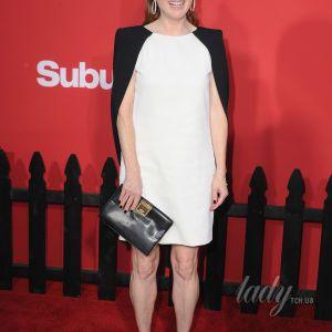 В белом платье от Givenchy и на шпильках: новый выход 56-летней Джулианны Мур