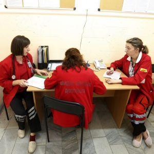 Почему украинские врачи массово едут работать в Европу. Истории медиков по обе стороны границы