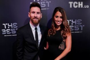"""Мессі прийшов на церемонію нагородження ФІФА з вагітною дружиною у стилі """"total black"""""""