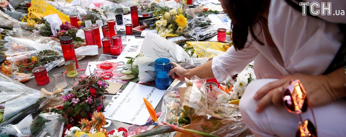 Оплески і відсутність посадовців: на Мальті поховали журналістку, яка розслідувала Panama Papers