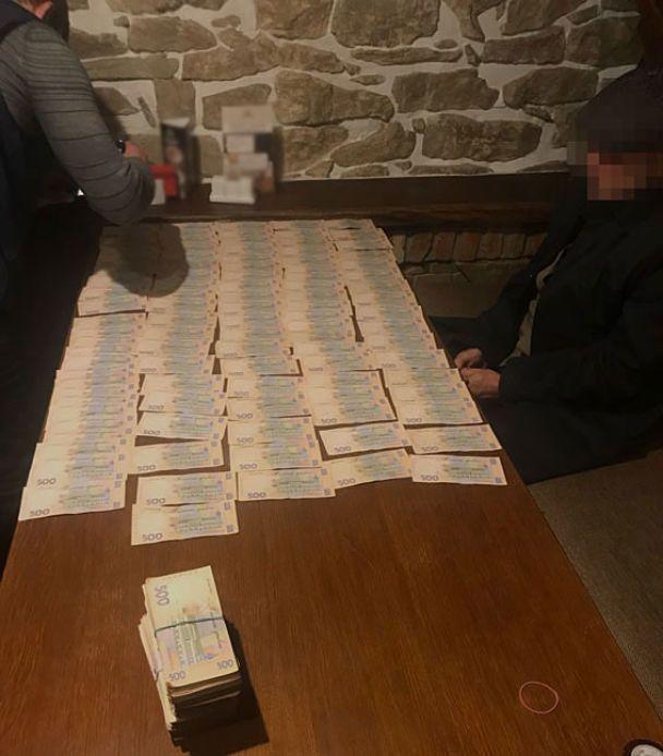 У Тернополі двоє податківців погоріли на хабарі у 400 тис. грн