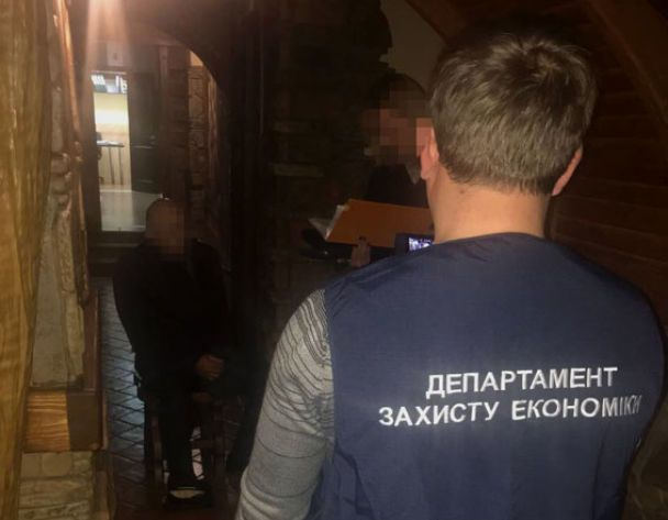 Навзятке в540 тыс грн словили 2-х подполковников милиции Днепра