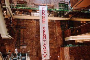 В Trump Tower в Нью-Йорке вывесили баннер с требованием освободить Сенцова