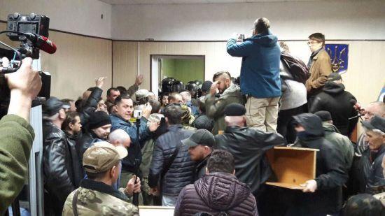 Справа лідера ОУН: активісти забарикадувалися у Святошинському суді