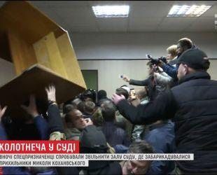 """Сторонники лидера """"добровольческого движения ОУН"""" устроили разгром в суде"""