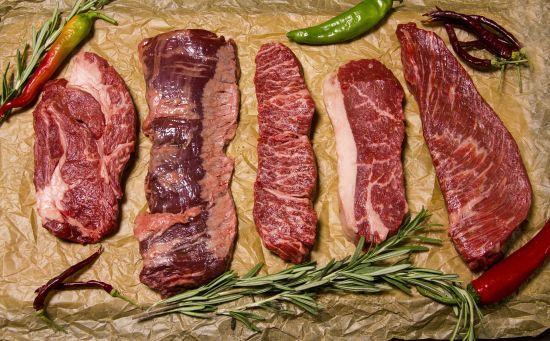 В Україні дедалі більше молоді відмовляється від вживання м'яса
