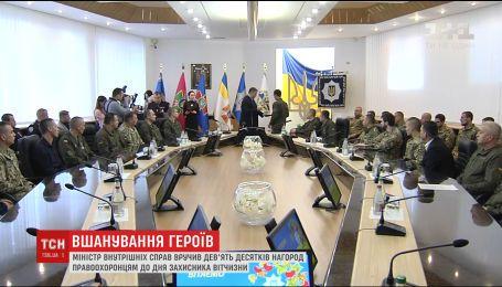 Министр МВД наградил девять десятков правоохранителей