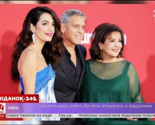 """Джордж Клуни с женой Амаль и тещёй вместе посетили премьеру фильма """"Субурбикон"""""""