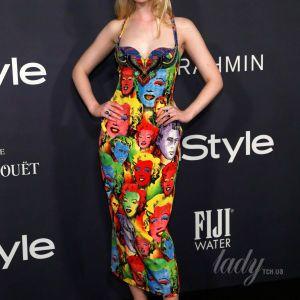 Яркое, но не по размеру: Эль Фэннинг надела неудачное платье
