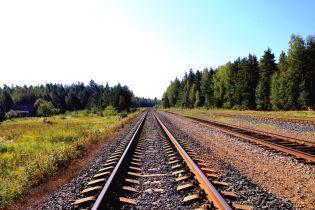 Під колесами потяга на Полтавщині загинула пара підлітків на скутері