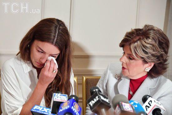 Екс-асистентка Вайнштейна у сльозах розповіла, як він вирвав з неї тампон і змусив до орального сексу