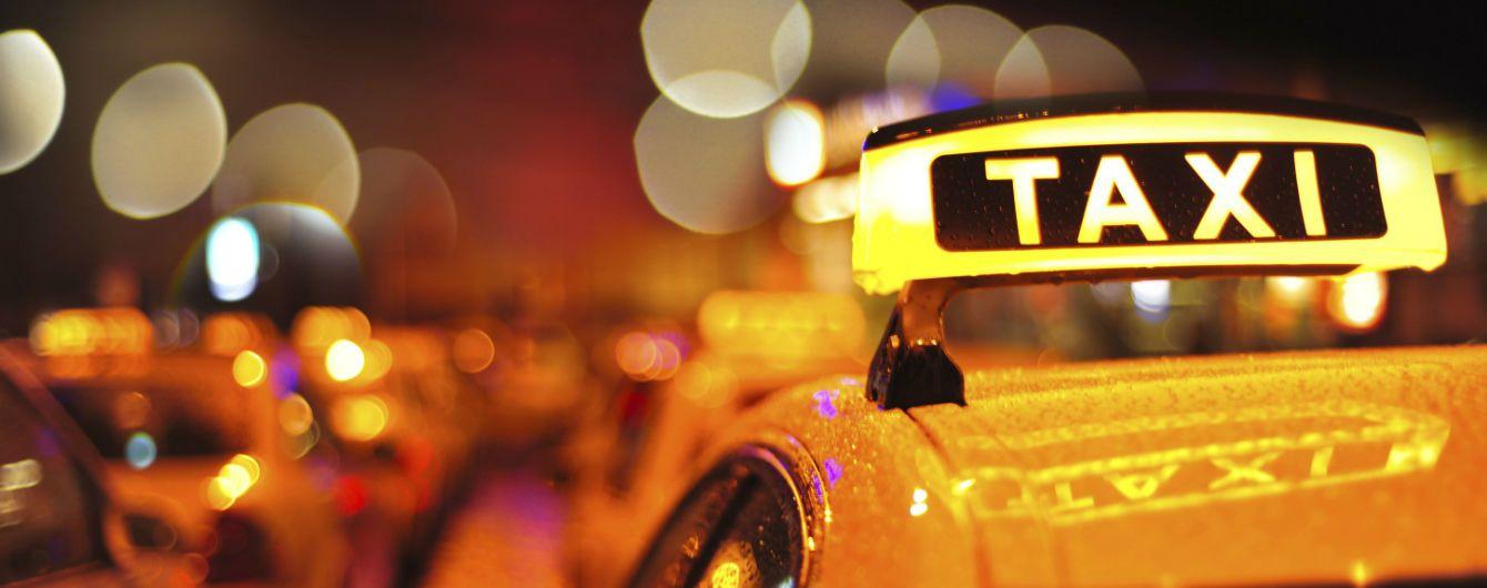У новорічну ніч п'яний пасажир проїхав у таксі три країни
