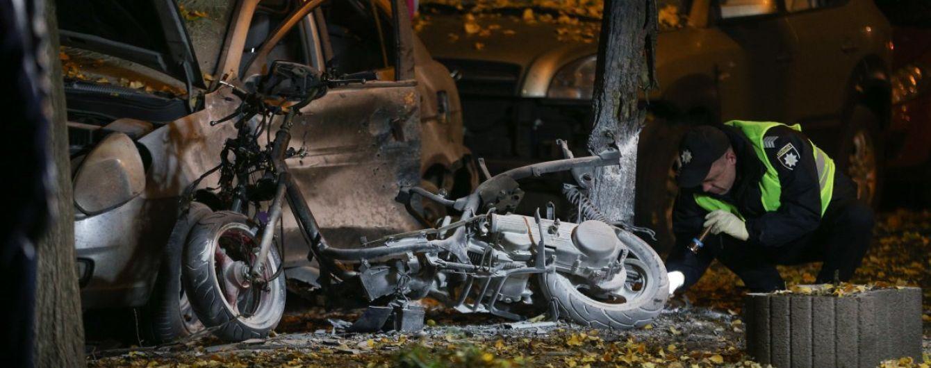 """СМИ обнародовали видео с террористом, припарковавшим заминированный мопед возле канала """"Еспресо"""""""