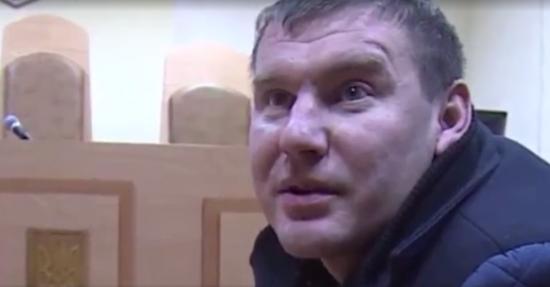 Чоловік, причетний до побиття поліцейського біля Ради, живе в Межигір'ї