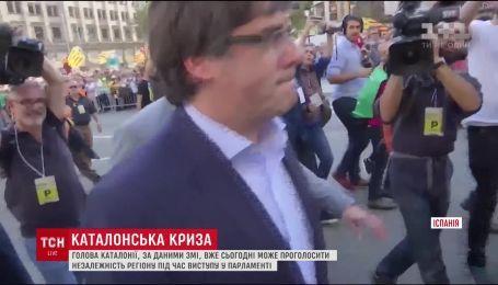 Сотни людей вышли на улицы Барселоны поддержать независимость Каталонии
