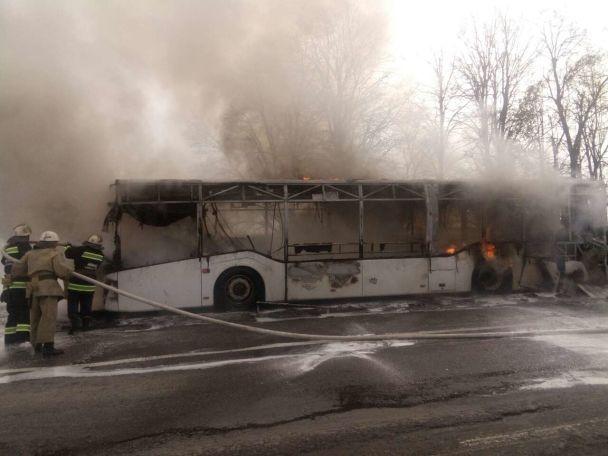Пассажирский автобус зажегся впериод движения вВинницкой области