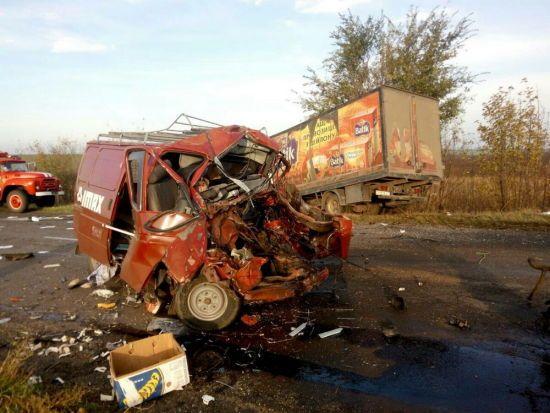 На Одещині зіштовхнулися три вантажівки. Одна людина загинула