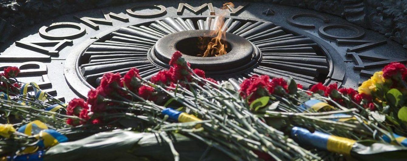Вандалов, которые осквернили Вечный огонь в Киеве, могут приговорить к 7 годам тюрьмы