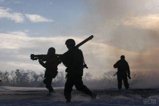 Появилось видео, как украинские военные уничтожили БМП боевиков под Докучаеском