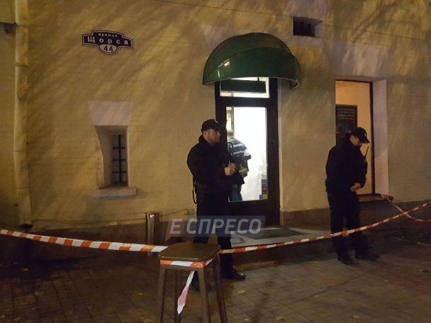 Стрілянина укиївському ресторані - поранений чоловік (18+)