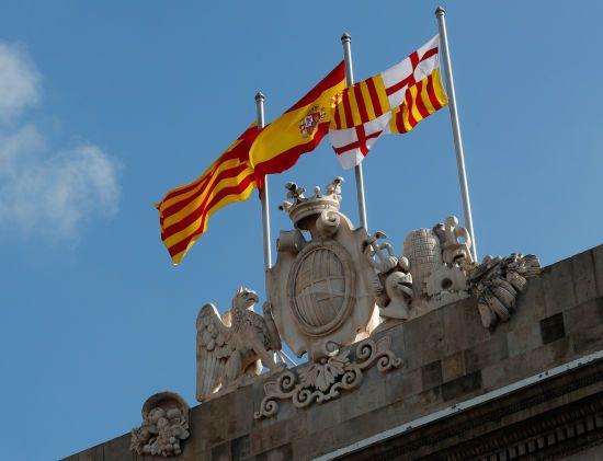 Над центром Барселони досі майоріє прапор Іспанії, попри задекларовану незалежність Каталонії