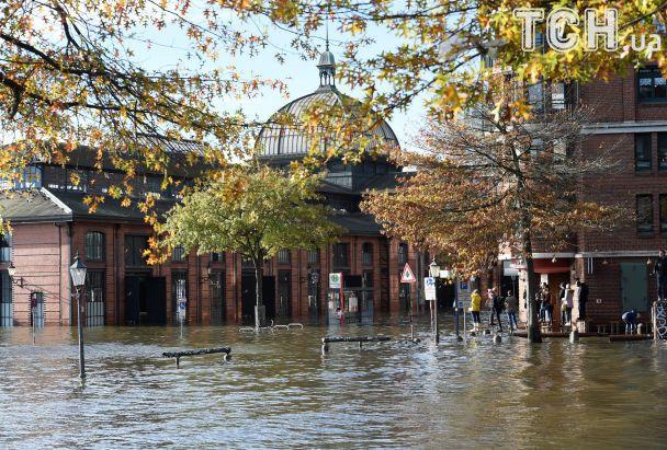"""В Європі лютує ураган """"Герварт"""": щонайменше шестеро загиблих"""