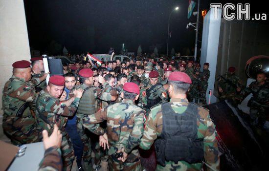 Десятки озброєних демонстрантів штурмували парламент Іракського Курдистану