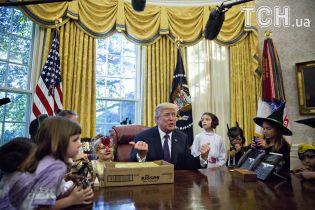 Геловін в адміністрації Трампа та цуцик, який засинає від колискової. Тренди Мережі