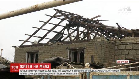 Жителі прифронтового Зайцевого отримують гуманітарну допомогу з рук проросійських активістів