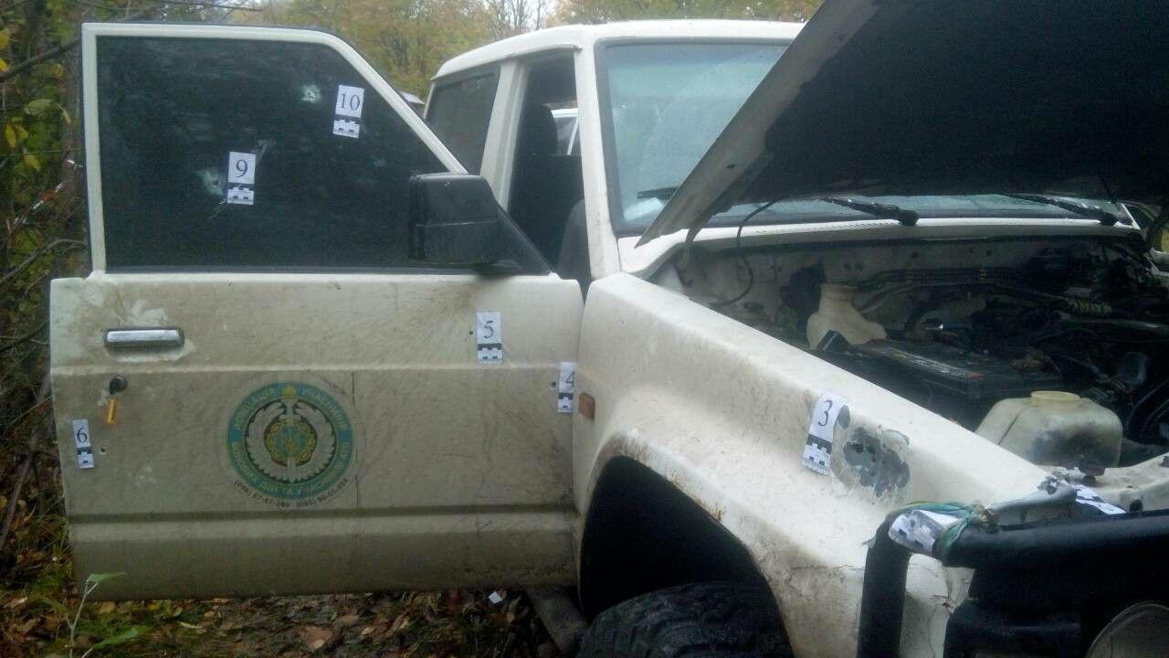 обстріляний автомобіль, у якому їхали Окуєва та Осмаєв